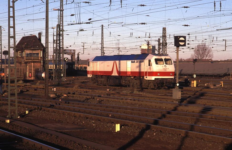 http://klausluebbe.de/eisenbahnbilder/DB1990_01.JPG